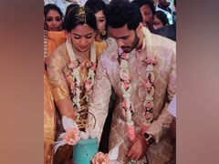 कर्नाटक: कोविड-19 के खतरे के बीच एचडी कुमारस्वामी के परिवार में हुई भव्य शादी, सोशल डिस्टेंसिंग की अनदेखी!