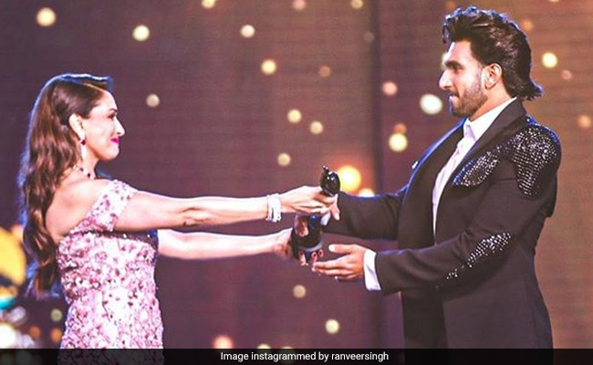 Filmfare Awards 2020: Ranveer Singh Receives Best Actor Trophy From 'Legend' Madhuri Dixit: 'Etched In My Heart Forever' thumbnail