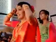 दूल्हे को सरप्राइज देने के लिए दुल्हन ने शादी में की धमाकेदार एंट्री, सोशल मीडिया पर Viral हुआ डांस Video