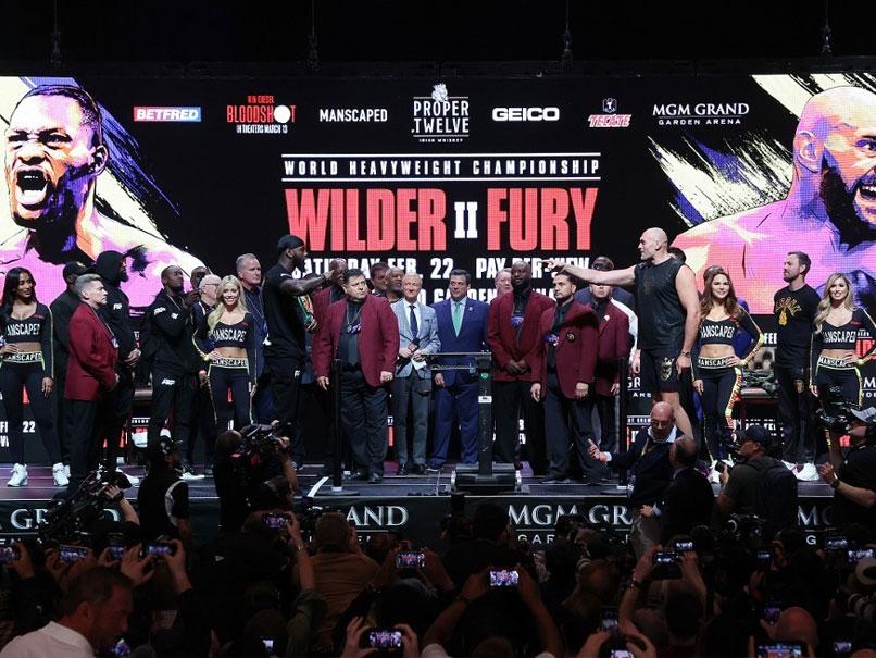 Deontay Wilder, Tyson Fury Bulk Up For Heavyweight Showdown