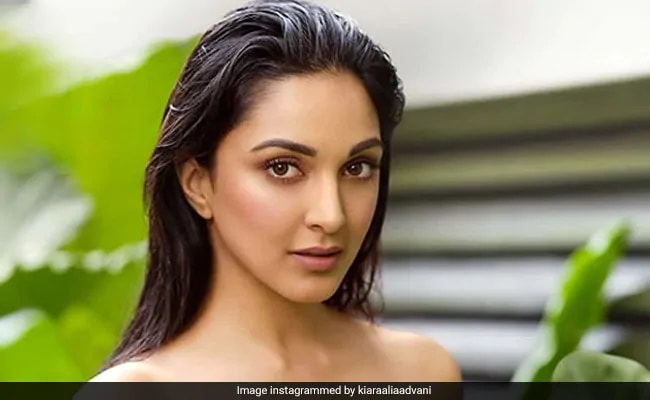 "Dabboo Ratnani's 2020 Calendar: What The Photographer Said About Kiara Advani's Leaf Shot Being ""Plagiarised"" thumbnail"