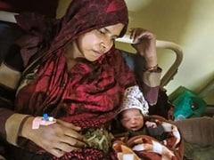 दिल्ली: दंगाइयों ने गर्भवती महिला के पेट में मारी लात, घर में लगाई आग, फिर भी दिया बच्चे को जन्म, लोग बोले- 'चमत्कारी बच्चा'