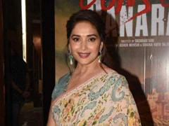 Today In Sensational <i>Saree</i> Style Is Madhuri Dixit Looking Magnificent