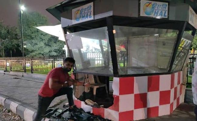 Bengaluru Businessman Crashes Lamborghini Into Traffic Post, Posts Pics