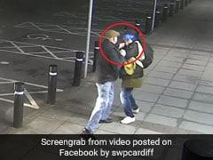 ATM से पैसे निकाल रहा था बुजुर्ग व्यक्ति, पीछे से आया चोर तो ऐसे मारे मुक्के, CCTV में कैद हुआ VIDEO