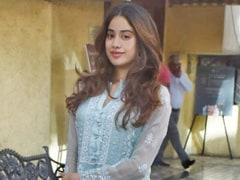 Like Janhvi Kapoor, Stay Effortlessly Chic In Pretty Chikankari Kurtas