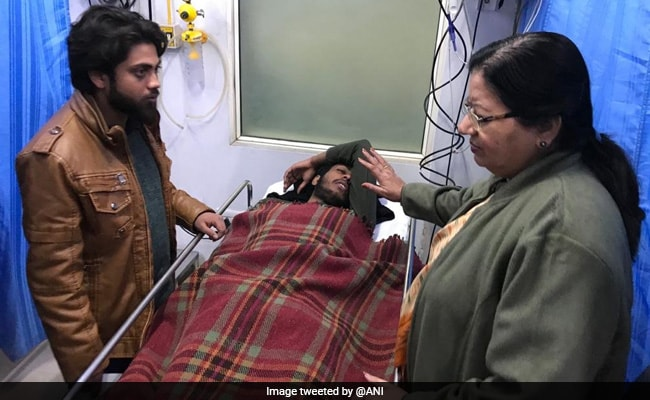 Jamia Vice Chancellor Visits Injured Students In Hospital