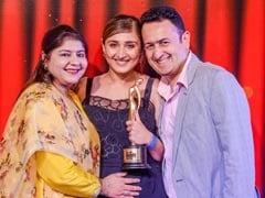 Singer Dhvani Bhanushali Wins Mirchi Music Award