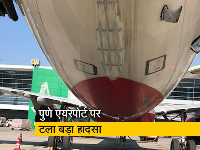 Videos : उड़ान भरने वाला था एयर इंडिया का विमान, तभी जीप लेकर रनवे पर आ गया शख्स