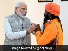 PM Modi Meets Rickshaw Puller Who Invited Him For Daughter's Marriage