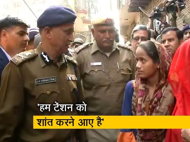 Videos : स्पेशल कमिश्नर एस एन श्रीवास्तव ने दंगा पीड़ितों से की बात