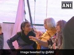 शाहीन बाग प्रदर्शन: चौथे दिन बातचीत के लिए पहुंचीं साधना रामचंद्रन, एक तरफ की सड़क खोलने के लिए प्रदर्शनकारियों ने रखी शर्त