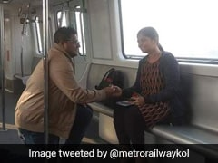 Man Proposes To His Partner On Kolkata Metro On Valentine's Day