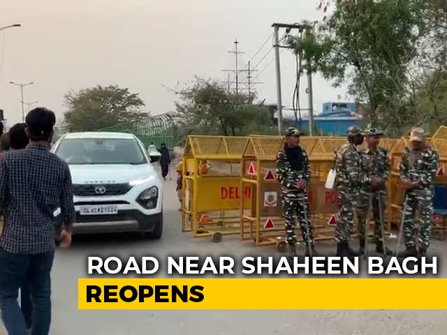 Video : Road Near Delhi's Shaheen Bagh Reopened, Noida Link Blocked By Cops