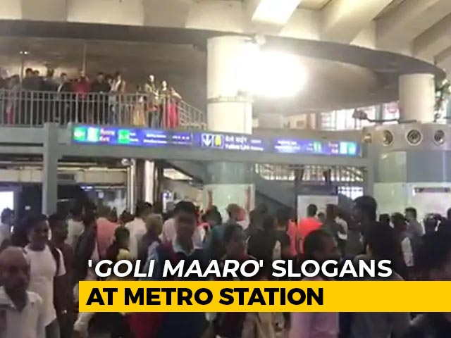 "Video : ""<i>Goli Maaro</i>"" At Delhi's Busiest Metro Station In Rush Hour, 6 Detained"