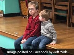 गले में कुछ फंसने की वजह से सांस नहीं ले पा रहा था बच्चा, भाई ने ऐसे बचाई जान, YouTube Video देख कर सीखी थी तकनीक