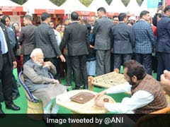 PM Enjoys <i>Litti-Chokha</i>, <i>Kulhad Chai</i> In Surprise Visit To Delhi Craft Fest