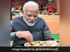 पीएम मोदी ने खाया लिट्टी-चोखा, साथ में पी कुल्हड़ वाली चाय, देखें Photo