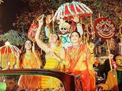 How Kareena Kapoor, Karisma And Samiera Lit Up Armaan Jain's <i>Baaraat</i>