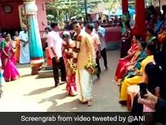 मुस्लिम दंपति ने मंदिर में कराई गोद ली हुई हिन्दू बेटी की शादी, लोग बोले-