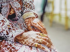 मुंबई के दूल्हे और दिल्ली की दुल्हन ने वीडियो कॉल के जरिए की शादी, वर्चुअल बारातियों ने किया जबरदस्त भांगड़ा