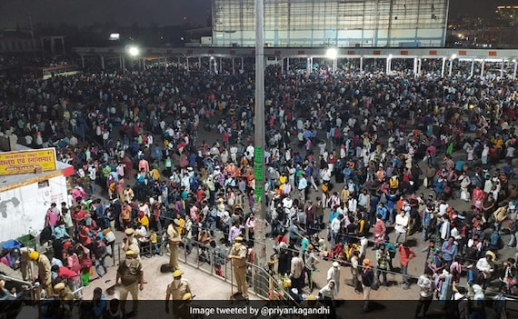 Thousands At Delhi Bus Station Amid COVID-19 Risk, Wait For Ride Home