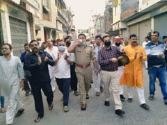 "UP Officials Seen With Crowd Amid ""<i>Janata</i> Curfew"". Then, A Clarification"