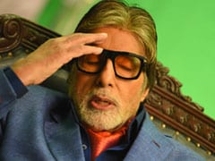 Amitabh Bachchan's Reaction In 2 Pics After Finding Out This Fact About Heart Emojis