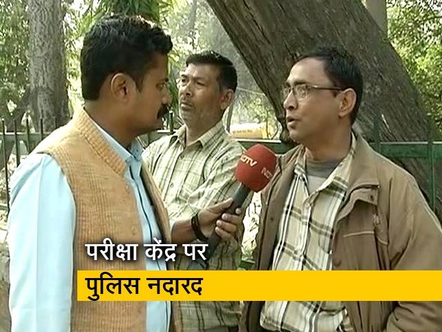 Videos : दिल्ली हिंसा : परीक्षा केंद्र के बाहर गायब रही पुलिस