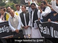 दिल्ली हिंसा को लेकर संसद परिसर में कांग्रेस का प्रदर्शन, मांगा अमित शाह का इस्तीफा
