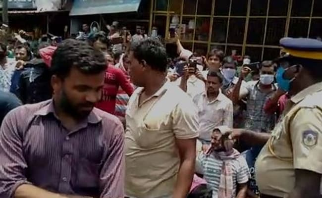 5 Days Into Lockdown, Hundreds Of Migrant Labourers Hit Streets In Kerala