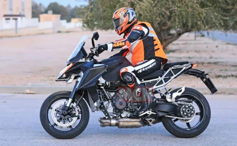 2021 KTM 1290 Super Duke GT visto en la prueba 16