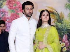 The Internet Thinks It Spotted Ranbir Kapoor On Alia Bhatt's Phone