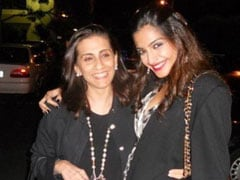 Sonam Kapoor Sends Love From Delhi On Mom Sunita Kapoor's Birthday