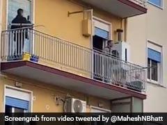 Viral Video: इटली में सड़कों पर पसरा सन्नाटा, बालकनी में खड़े होकर लोगों ने गाए देशभक्ति गीत