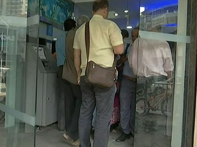 Video : Debit Card Holders Can Withdraw From ATMs: Yes Bank In Late-Night Tweet