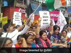 अमित शाह के कोलकाता दौरे के विरोध में लेफ्ट पार्टियों और छात्र संगठनों ने एयरपोर्ट के बाहर किया प्रदर्शन