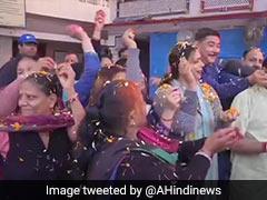 Holi 2020: Coronavirus के चलते पंजाब में इस तरह मनाई गई होली, तो मथुरा में जश्न मनाते दिखे लोग, देखें Video