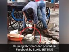 सड़क किनारे ठेले वाले ने नाले के पानी से धोई छोले-भटूरे की थाली, लोग बोले- 'भारत में कोरोना वायरस की ऐसी की तैसी...' देखें Video