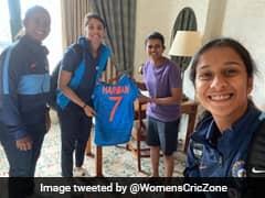 Smriti Mandhana, Other Stars Gift Signed Jersey To Sri Lanka Legend