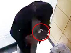 पाकिस्तान में ATM से हैंड सैनेटाइजर चुरा ले गया शख्स, भारतीयों ने ऐसे उड़ाया मजाक, देखें CCTV Video