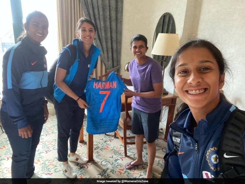 Womens T20 World Cup: Smriti Mandhana, Other Stars Gift Signed Jersey To Retiring Sri Lanka Legend