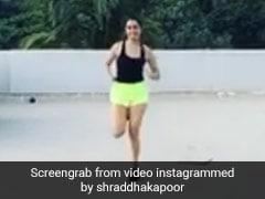 कोरोना वायरस लॉकडाउन में Shraddha Kapoor ने छत पर किया वर्कआउट, देखें Video