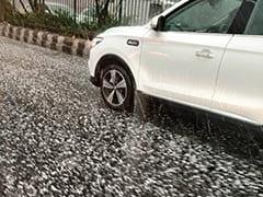 Coronavirus के प्रकोप के बीच Delhi में फिर मौसम बदला, तेज बारिश के साथ गिरे ओले