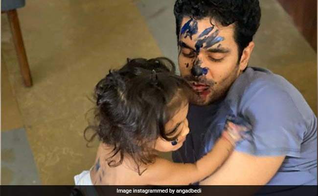 "Angad Bedi's ""Painting Class"" With Daughter Mehr Is Just Too Cute"