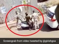 जनता कर्फ्यू के दौरान गोवा में गाड़ी पर घूम रहा था शख्स, पुलिस ने लाठियां मार-मारकर किया ऐसा हाल... देखें Video