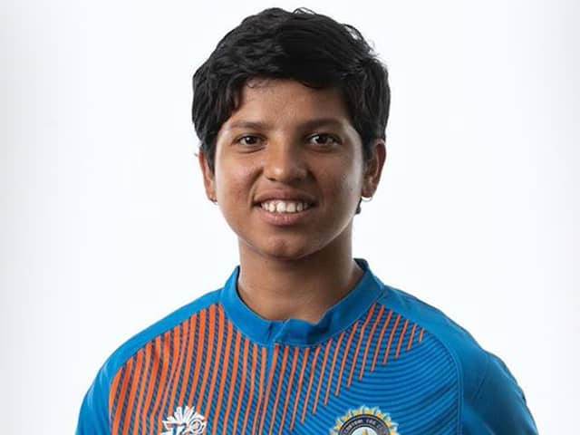 now this baby women cricketer too gives donations, now superstars have been target of mothers & Sister of the towns