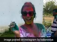 विद्या बालन का रंगों से हो गया बुरा हाल, देखें होली का Video