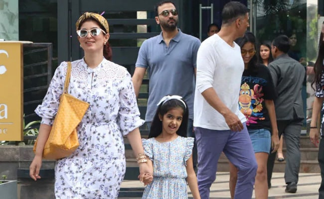 'Love In The Time Of Corona': Glimpse Of Twinkle Khanna And Daughter Nitara's Lazy Saturday