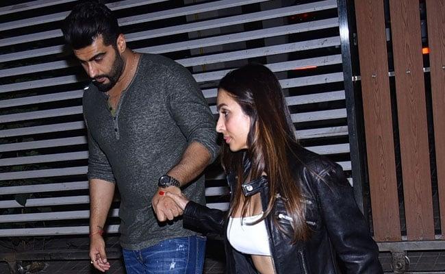 Malaika Arora And Arjun Kapoor Wrap The Party Holding Hands. See Pics thumbnail